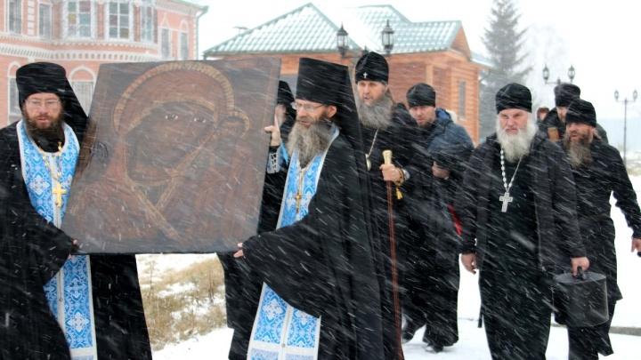 В Чимеевский монастырь передали список чудотворной иконы Божьей Матери