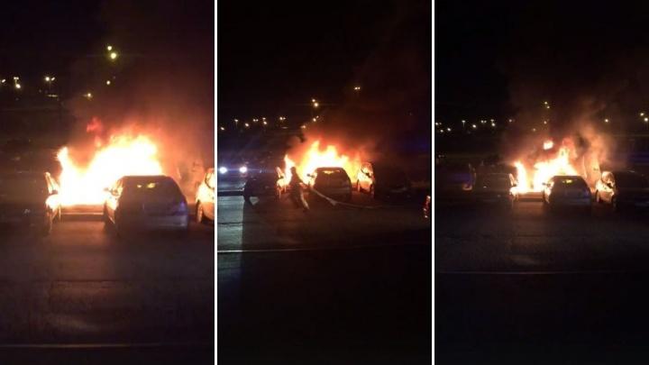 «Машину уже не восстановить»: в Тюмени дотла сгорела иномаркаVolvo