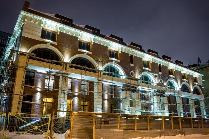 В прошлом году фасад недостроенных Фёдоровских бань получил подсветку