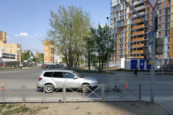 Иномарка сбила велосипедиста рядом с пешеходным переходом
