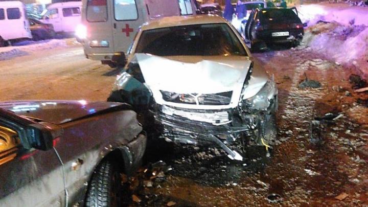 На перекрестке в Уфе столкнулись ВАЗ-2112, SKODA Octavia и ВАЗ-2115, погиб мужчина