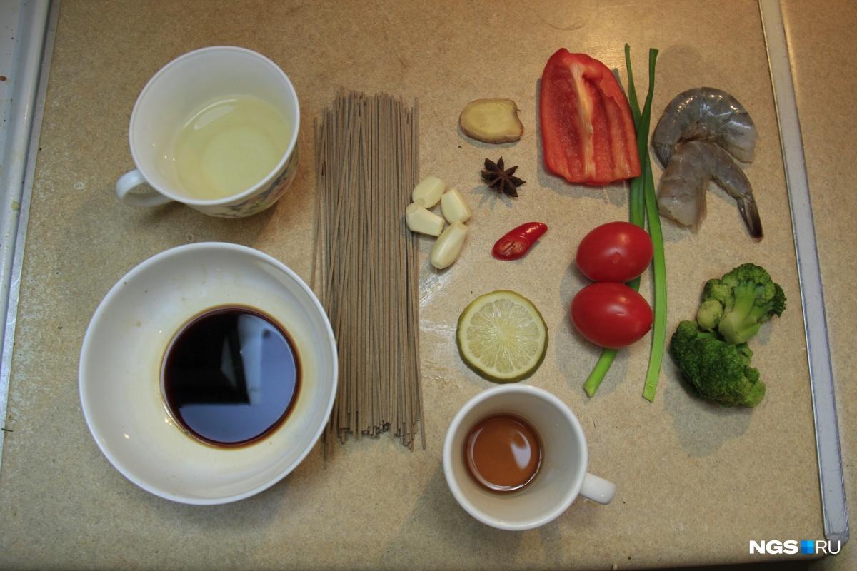 Набор продуктов для гречневой лапши с креветками