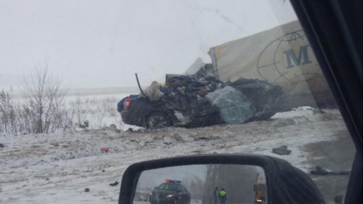 Массовое ДТП в Башкирии: Hyundai Elantra залетел под фуру, погиб водитель