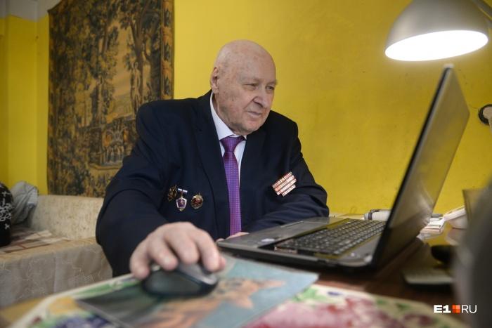 Жорж Владимирович освоил компьютер и написал на нём книгу
