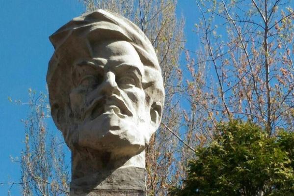 Власти готовят муниципальный заказ для демонтажа памятника и его последующей установки в сквере