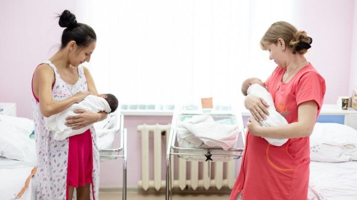 Сколько часикам тикать: гинекологи о том, когда женщине надо рожать и можно ли не рожать вообще