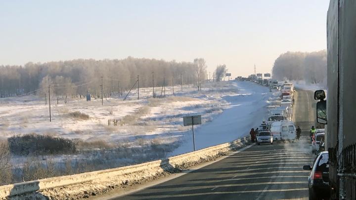 «Минут 40 уже стою»: массовая авария заблокировала проезд по алтайской трассе