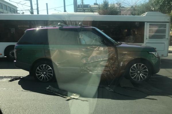 Иномарка подрезала маршрутное такси