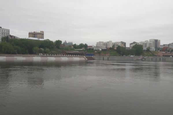 Вода в Туре, по данным специалистов, стала подниматься в начале мая и топить нижний ярус набережной