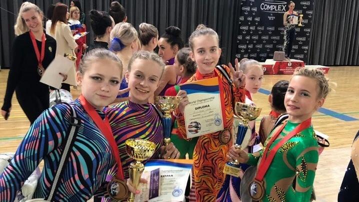 Юные екатеринбургские красавицы стали чемпионками мира по воздушной гимнастике