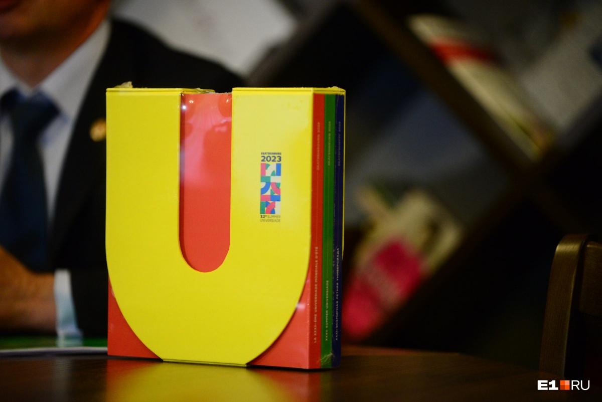 На заявочной книге можно увидеть логотип Универсиады в Екатеринбурге
