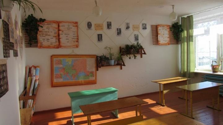 В Катайске деньги украли из кабинета замдиректора школы