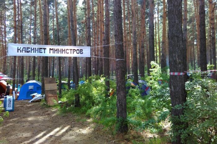 Первые несколько сотен участников фестиваля заехали на поляну уже днём в пятницу