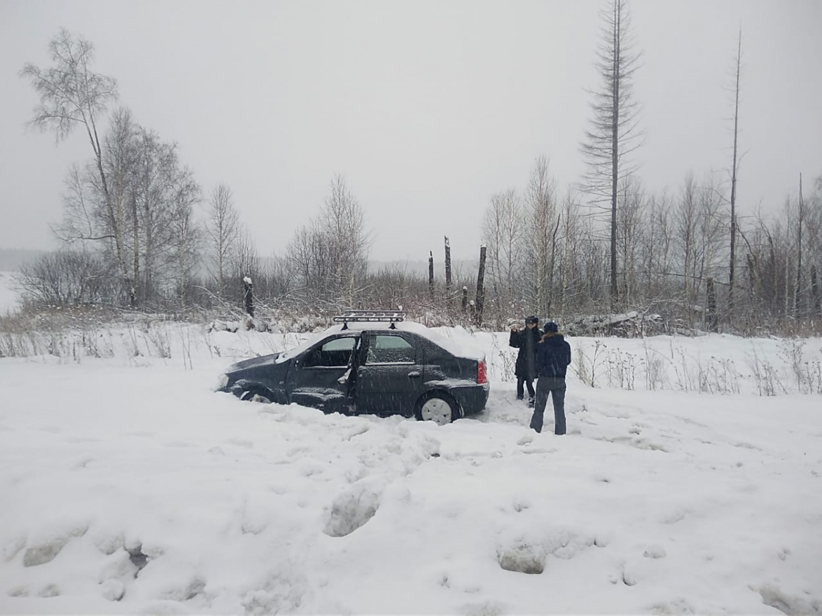 Водитель не учел погодные условия, его машину занесло