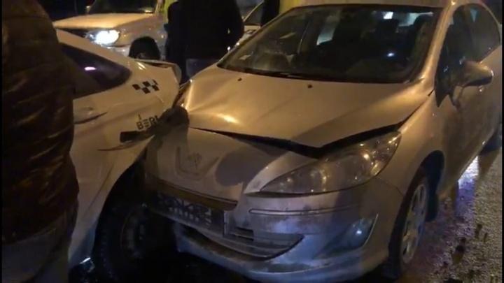 Собрал «паровозик» из четырех авто: появились подробности массового ДТП на Московском шоссе