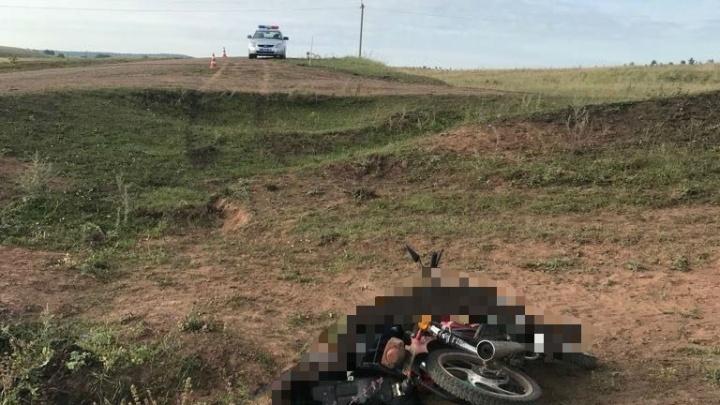 На сельской дороге в Башкирии погиб 18-летний водитель мопеда