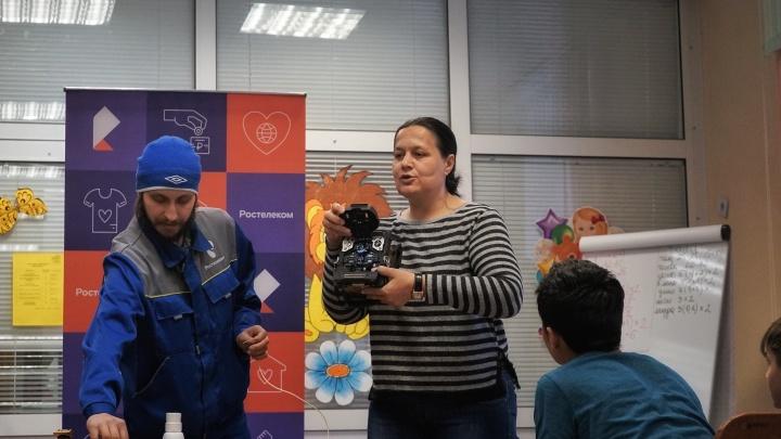 Волонтеры «Ростелекома» навестили пациентов детских больниц Красноярска