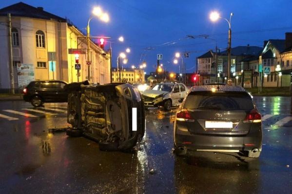 В аварии на пересечении Плеханова и Луначарского пострадал 63-летний водитель