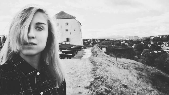 19-летняя екатеринбурженка скончалась после падения из горящего общежития в Питере