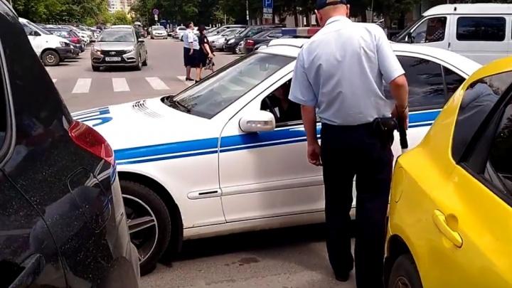 Гаишника оштрафовали за неправильную парковку у областной полиции