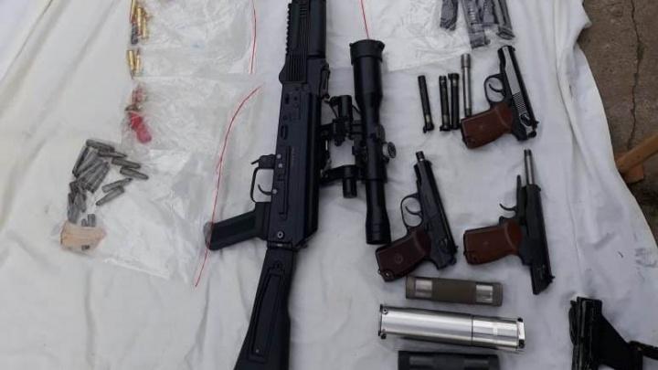 Пистолеты, автоматы и глушители: в Челябинске задержали банду, изготавливающую оружие