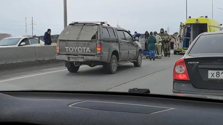72-летняя тюменка угодила под колёса минивэна на объездной. На скорой её увезли в больницу