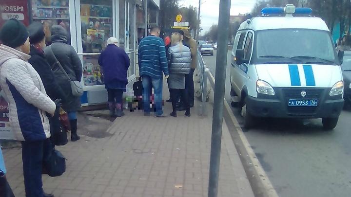 В Ярославле на остановке умерла женщина