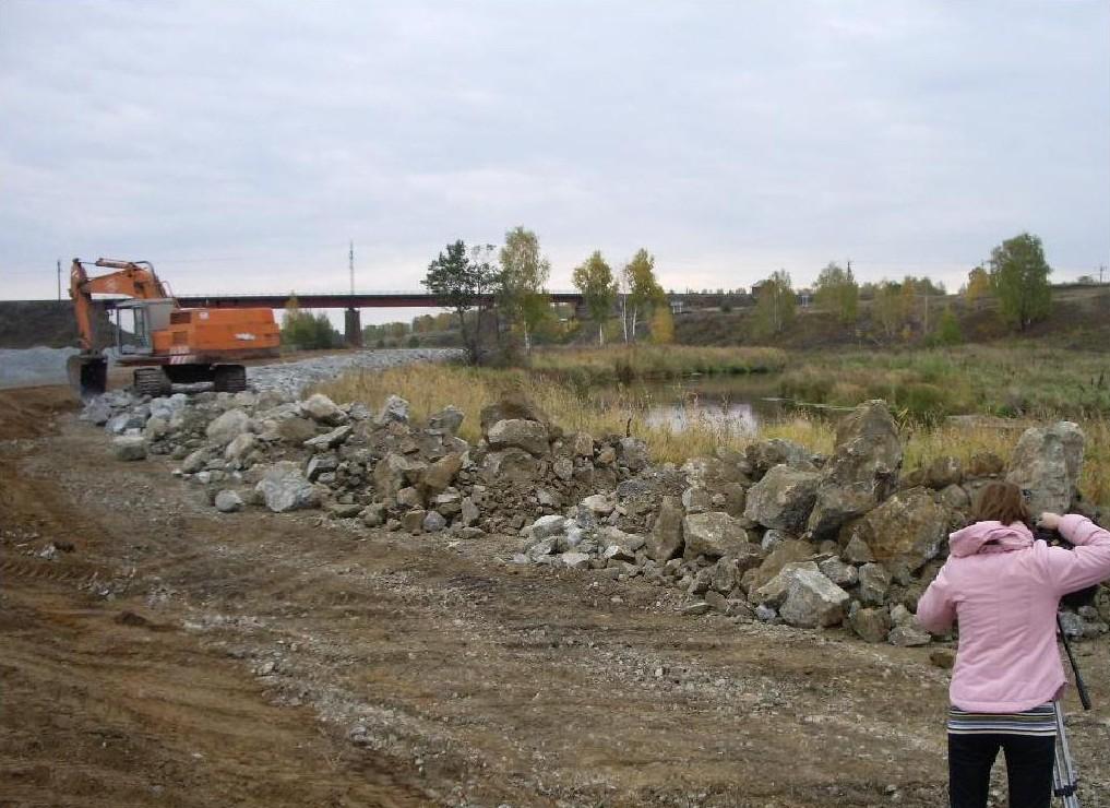 Работы по отсыпке берегапроводились в 2008–2011 годах. Общая протяженность участков в районе Муслюмово составила 2,6 километра: берег укрывали каменной породой для ограничения доступа людей и скота. За работы отвечало Министерство общественной безопасности Челябинской области