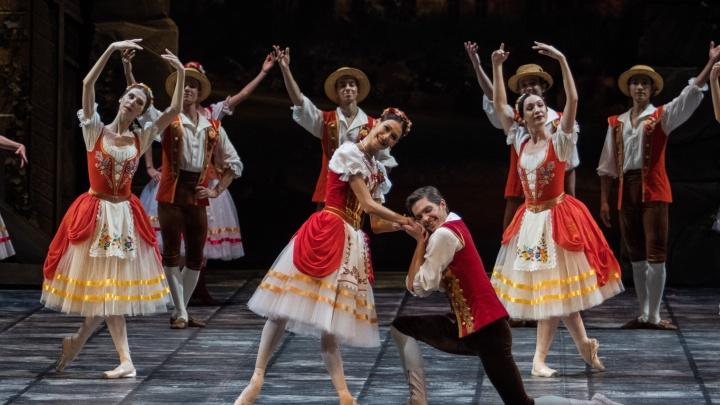 Игра в классики: в оперном показали спектакль о любви к кукле