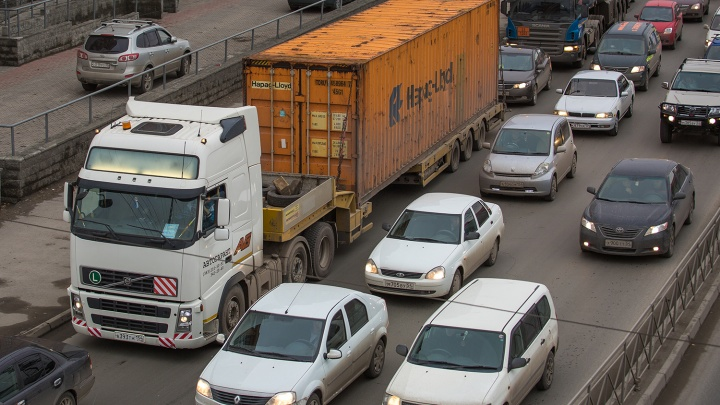 Пробки заблокировали площадь Труда со всех сторон