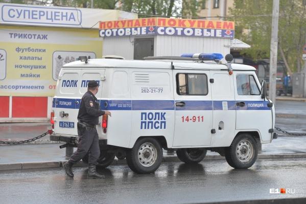 На месте работают усиленные наряды полиции