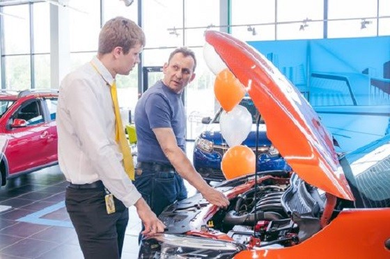 Екатеринбургский автодилер рассказал, что в сентябре 2017 года опять появились очереди на автомобили