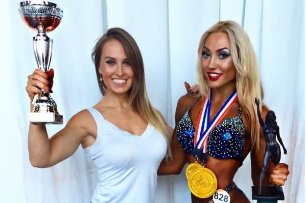 Карина (справа) стала абсолютной чемпионкой