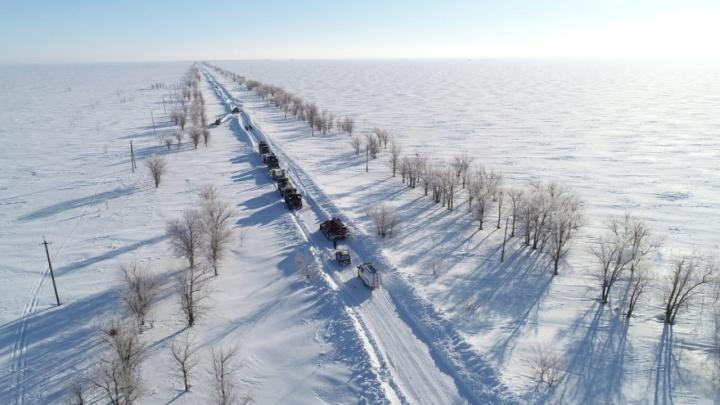 «Вдоль дороги выросли снежные стены»: трассу Р-228 замело снегом