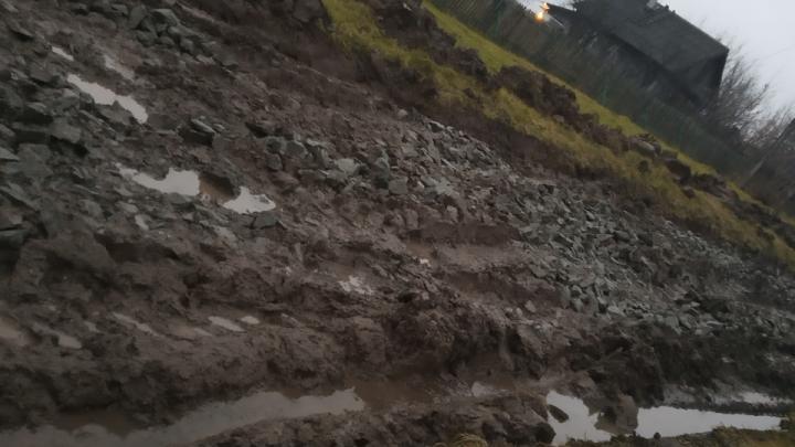 Жители Башкирии жалуются, что они собрали деньги на ремонт дороги, но так и не дождались его