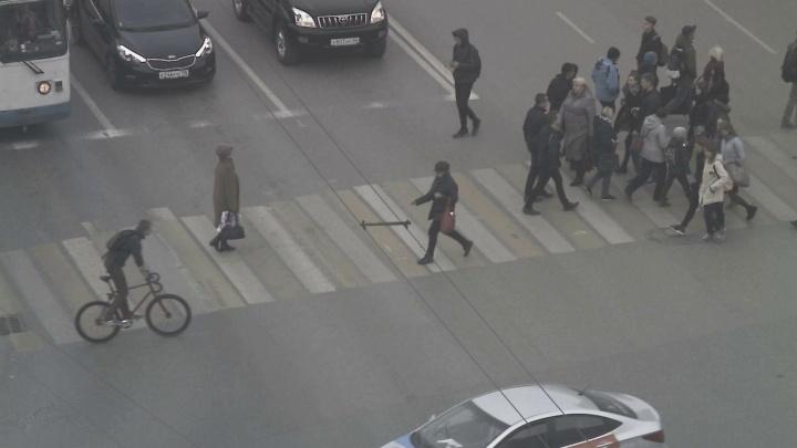 Екатеринбурженка нашла велосипедиста, который сбил её сына возле 9-й гимназии