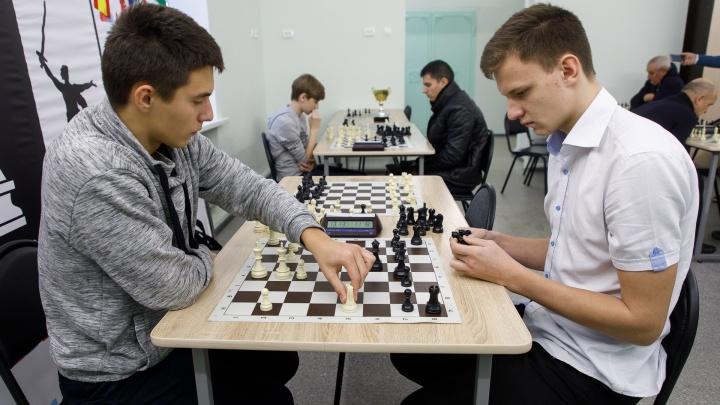 «Случался даже детский мат»: состоялся первый чемпионат Волгограда по русским линейным шахматам