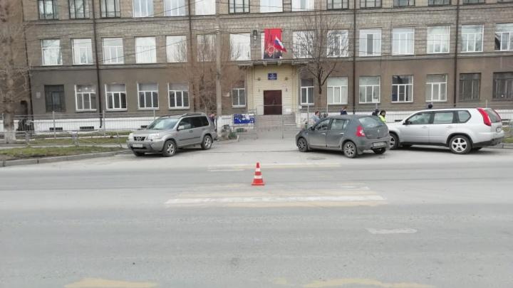 «Ниссан» сбил школьницу напротив Дзержинского суда — водитель скрылся с места ДТП