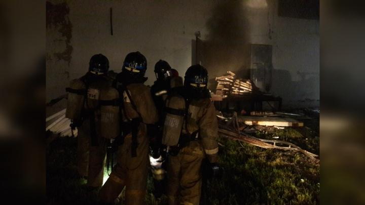 Из-за ночного пожара эвакуировали сотрудников завода «Тюменьмолоко»