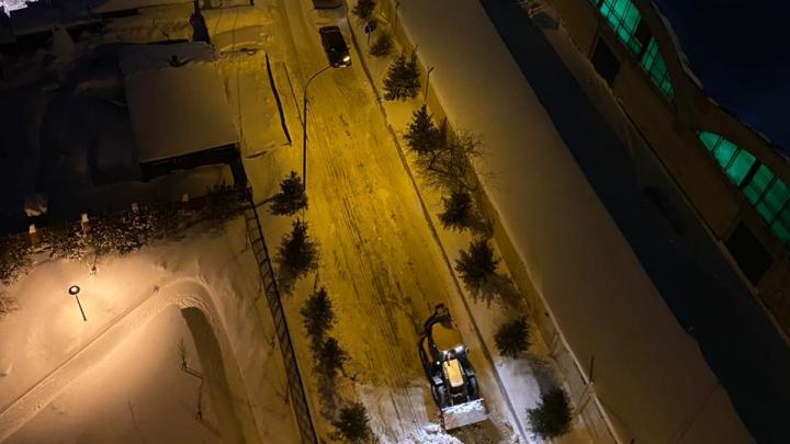 110 тысяч на сугробы: жители центра Новосибирска не дождались уборки улицы от мэрии и заплатили сами