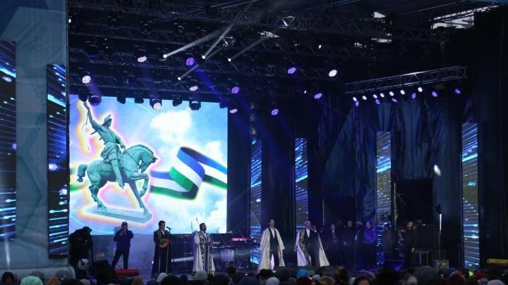 Концерт, самолеты и селфи на свежем воздухе: как Башкирию поздравили со 100-летним юбилеем