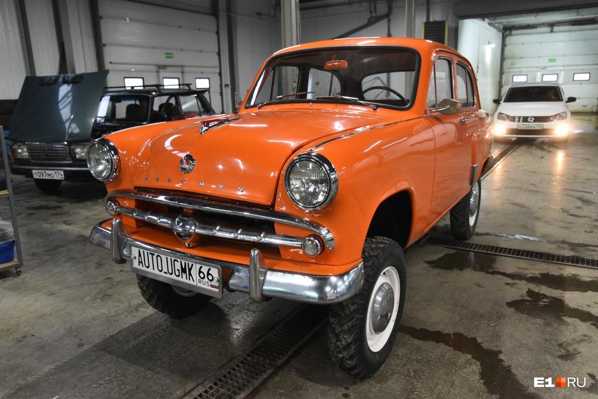 «Москвич» фирменного цвета E1.RU — ярко-оранжевого