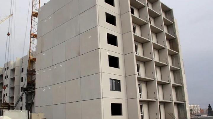 На территории Танкового училища работают башенные краны: что строят и когда завершат