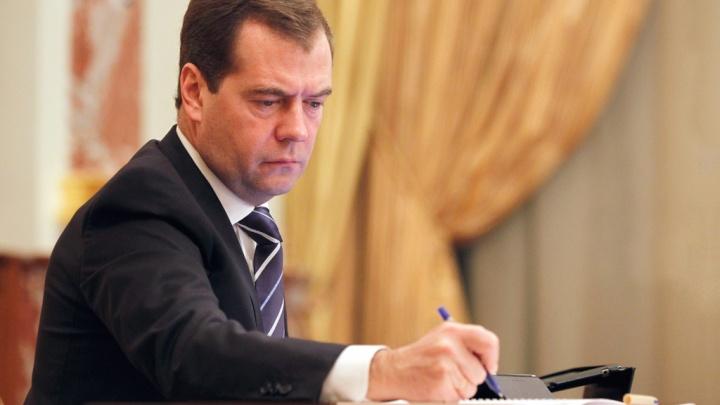 Дмитрий Медведев отменил объединение Волковского театра с Александринкой