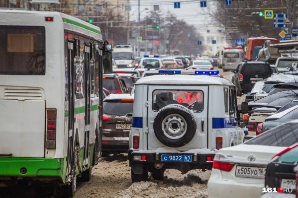 Не смотря на штрафы, водители продолжают упорно ездить по выделенной полосе