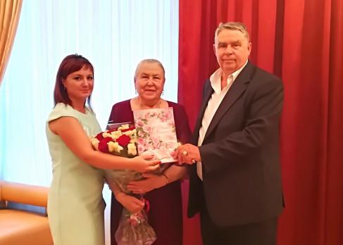 Сергей и Лидия Степановы празднуют изумрудную свадьбу в первомайском загсе
