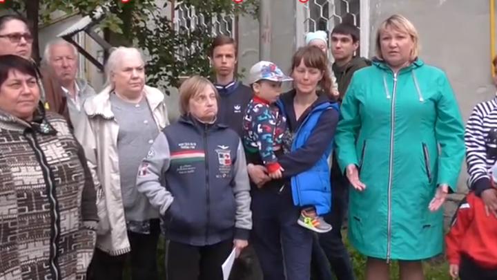 «Боимся, что детей придавит балками»: на Урале жители аварийных домов записали обращение к Путину