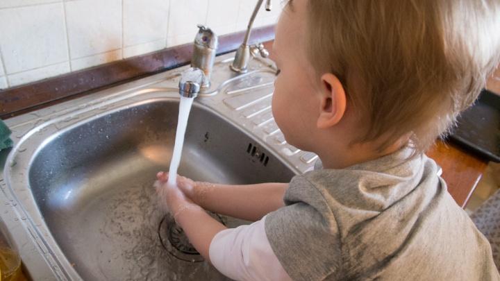 На ЖБИ в нескольких домах отключили горячую воду и отопление