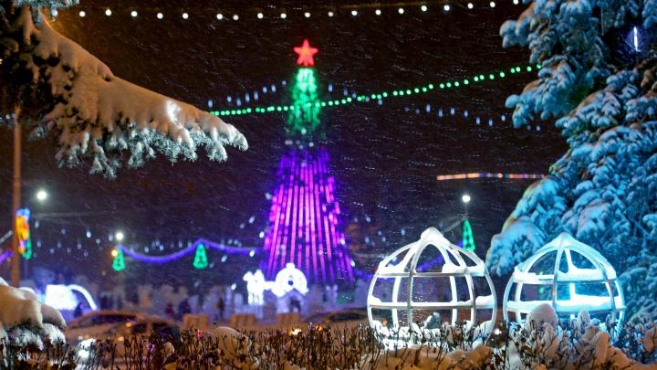 Звезда зажглась: на главной площади Уфы украсили центральную елку города
