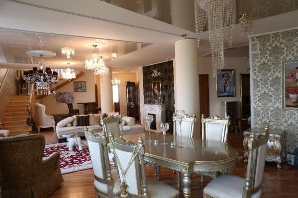 Комнаты пентхауса напоминают покои в музеях-дворцах